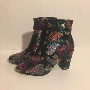 NWOT Women's Steve Madden Emison-V Floral Boots